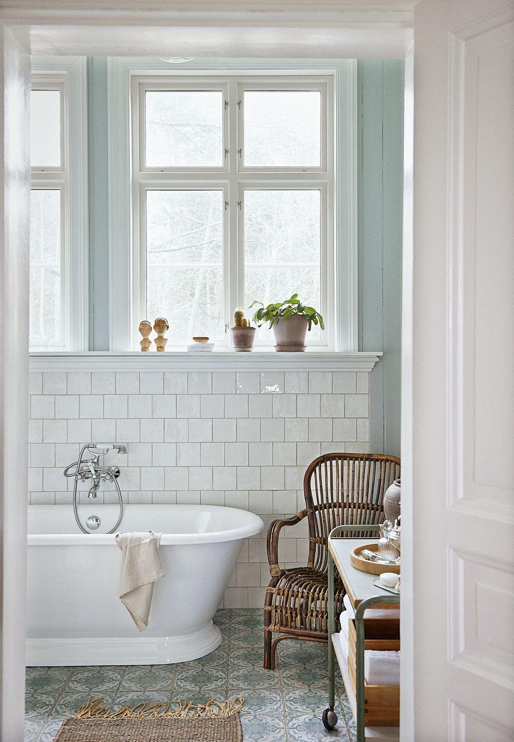 Charmigt och romantiskt u2013 det lantliga badrummetär en dröm Panel, Badrum och Färger