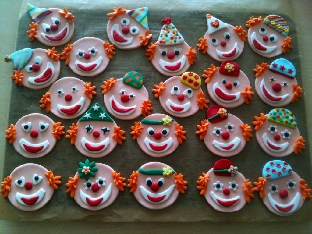 clown muffin aufleger aus fondant kinderparty pinterest fasching kleingeb ck und muffins. Black Bedroom Furniture Sets. Home Design Ideas