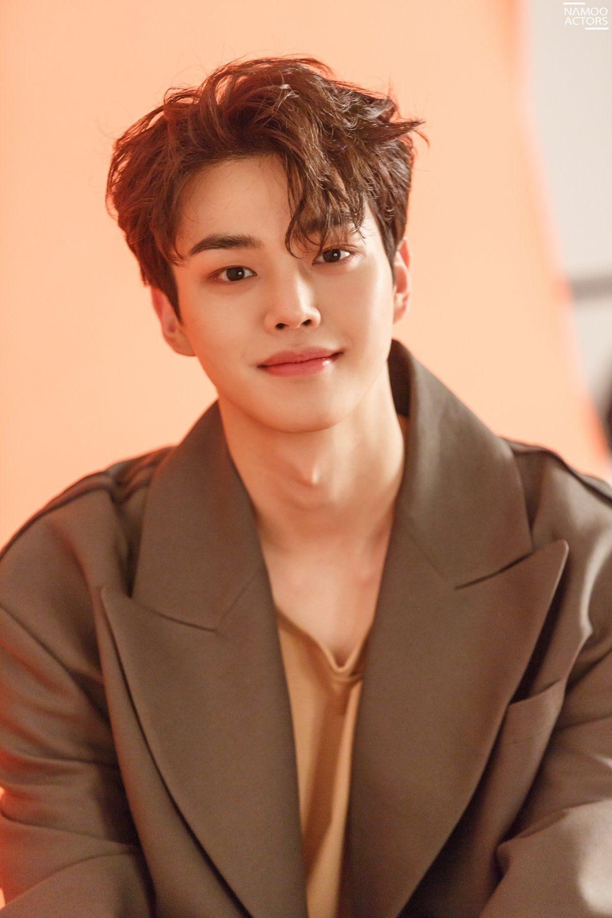 Song Kang is handsome in orange tones for 'GRAZIA' Korea!   Koogle TV    Korean actors, Handsome korean actors, Song kang ho