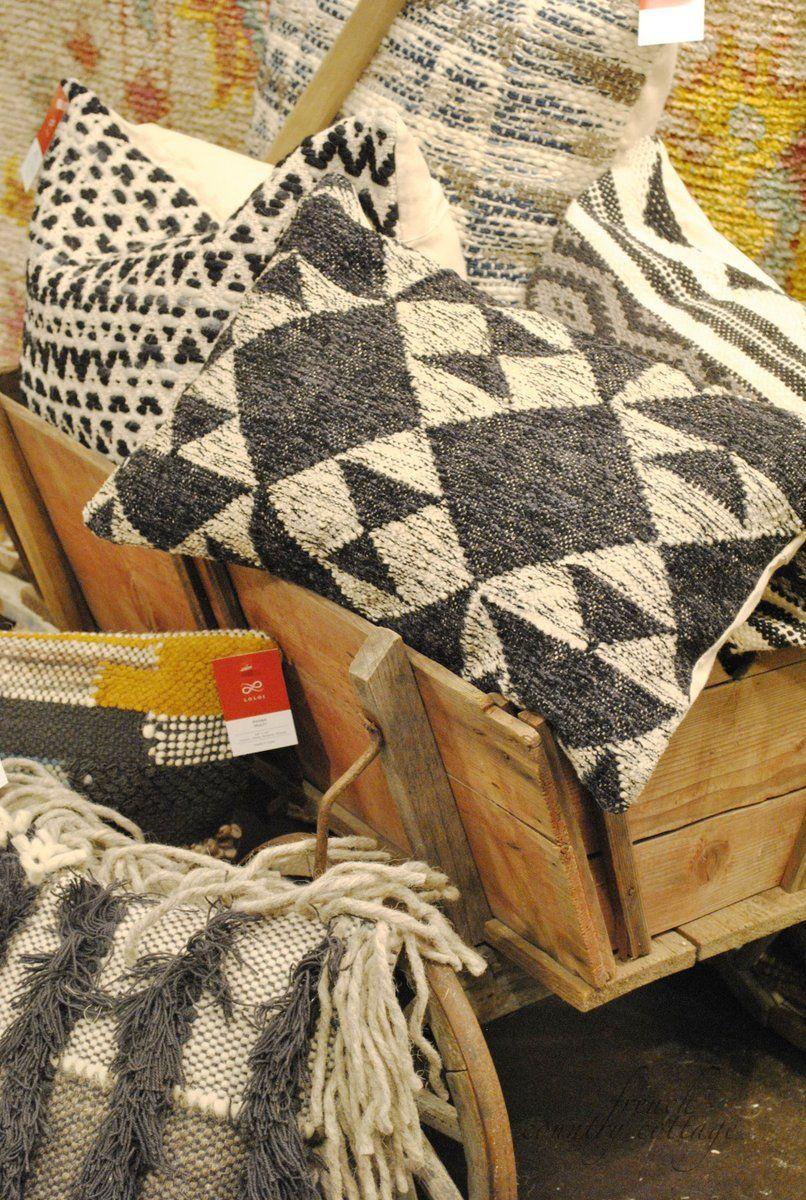 pillow pillows amazon loloi runway dp collection decorative contemporary runwry com rugs
