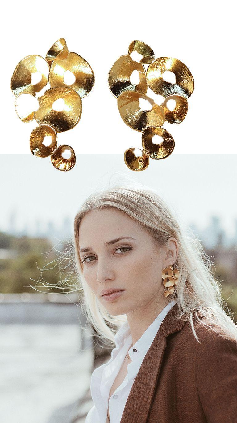 663af7289b07 Pendientes Arrecife. Pendientes dorados perfectos para crear un look de  diario sofisticado. Pendientes originales