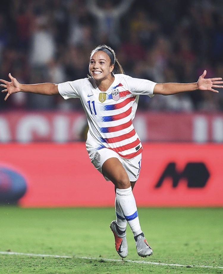 Pin By Samantha On A Few Of My Favorite Teams Uswnt Soccer Usa Soccer Women Female Soccer Players