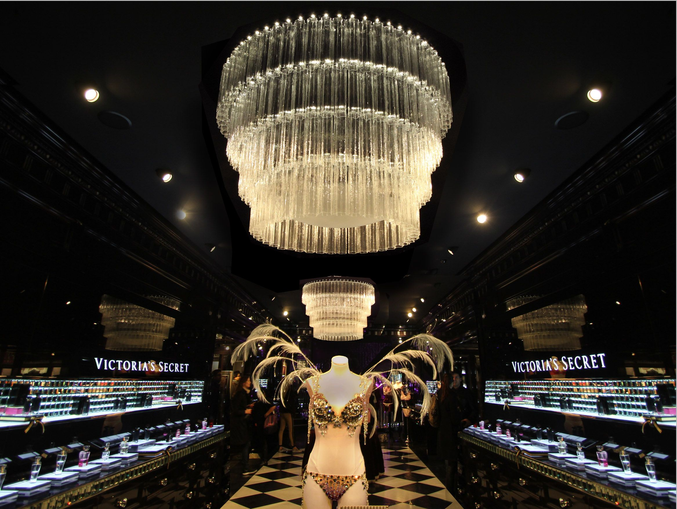 FormRoom for Victorias Secret – Giant Chandeliers