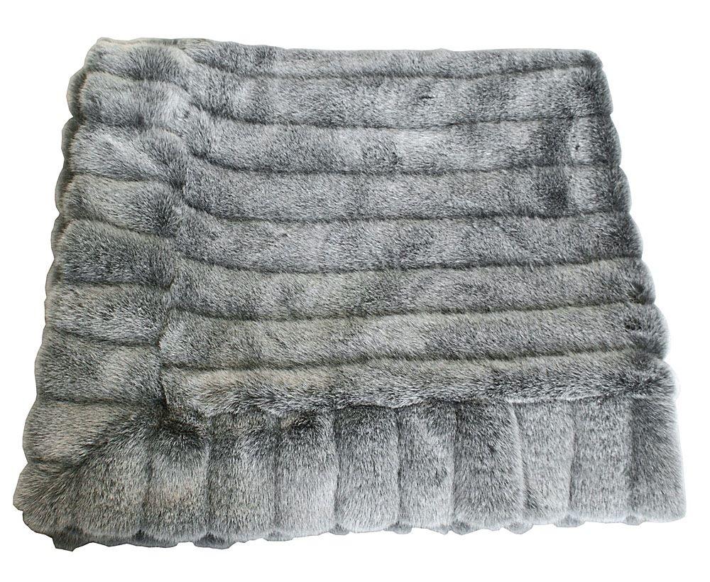 Sengen dominerer dit soveværelse. Udnyt pladsen med et sengetæppe ...