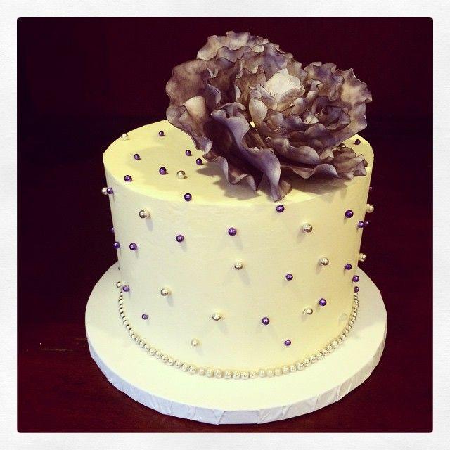 Super cute petite wedding cake complete with an eggplant garden rose. Photo by Sugar Flower Cake Shop. www.sugarflowercakeshop.com