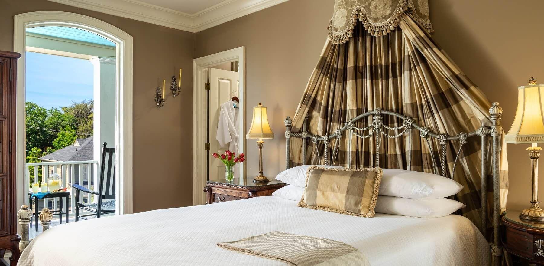 Bed & Breakfast in Savannah GA Historic District Inn on