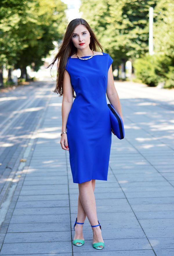 Que color de zapatos queda con vestido azul