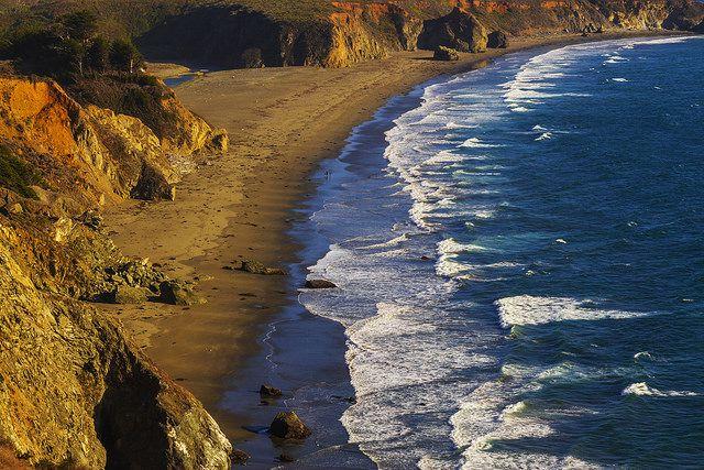 Praias de Monterey, Califórnia por Michael Lawenko Dela Paz em Flickr.Beaches de Monterey, Califórnia