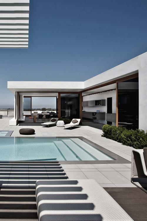 Moderner Garten, Terrasse, Pool, Liegestühle | Außenbereich ... Moderne Gartenterrasse Wohnung Dachterrasse