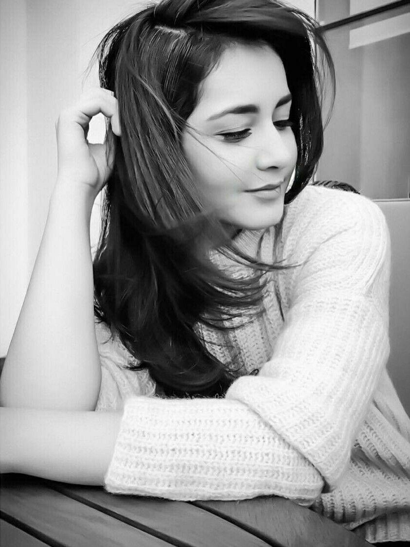 Rashi khanna stylish girl stylish dpz india beauty girl pictures girl pics