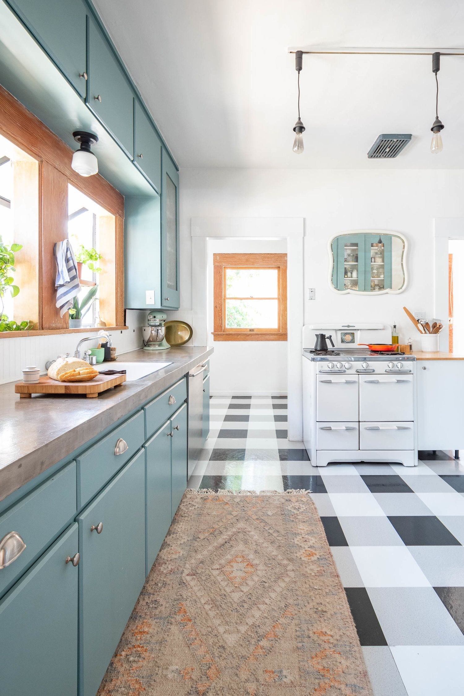 It S The Reveal Of My Kitchen S Cheap Stop Gap Makeover When We Got The Keys To The House I Didn T Feel Comfo Dwell Kitchen Kitchen Makeover Bungalow Kitchen