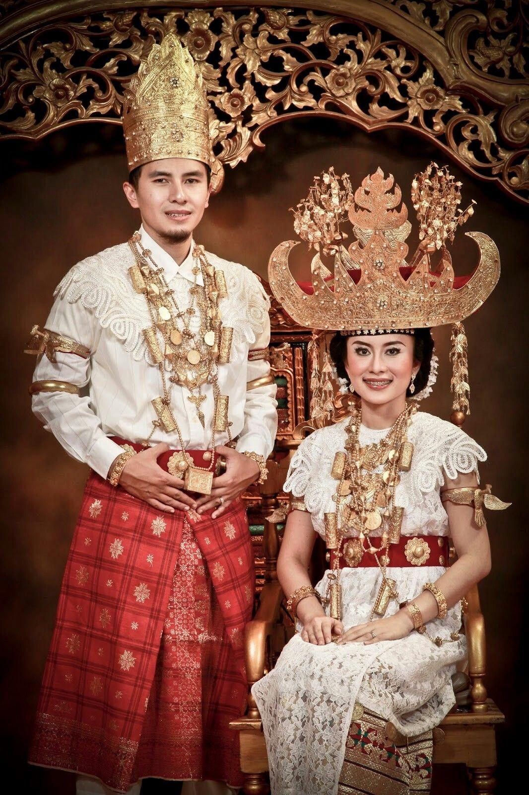 Pakaian Adat Suku Lampung
