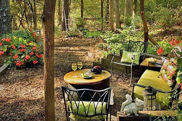 awesome outdoor furniture for small spaces | Awesome little forest patio scene | Landscaping Projects ...