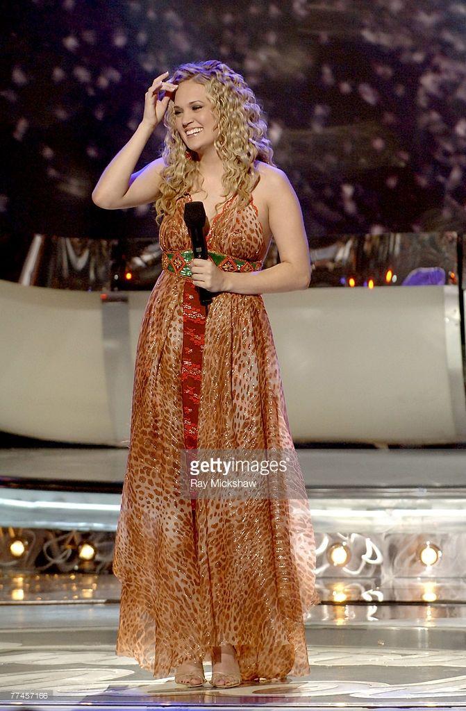 American Idol Season 4 Finale Results Show With Images Carrie Underwood American Idol American Idol American Idol Winner
