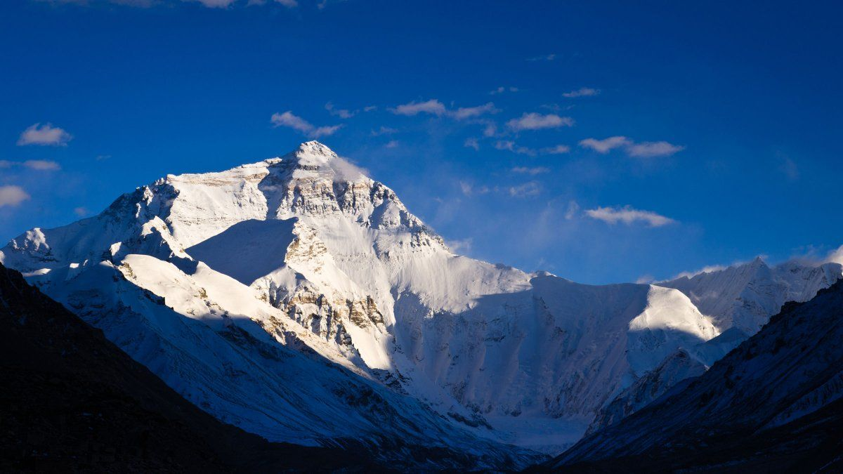 An american died on everest in a traffic jam near the