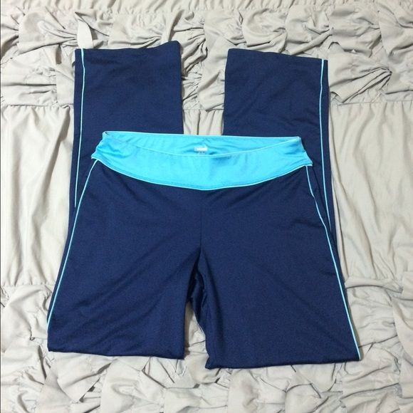 """Old Navy Active Yoga Pants Old Navy Active Yoga Pants. Blue/Light Blue. Size Large. Inside storage pocket. 87% Polyester 13% Spandex. Inseam: 33"""" I'm open to offers if interested. Old Navy Pants Track Pants & Joggers"""