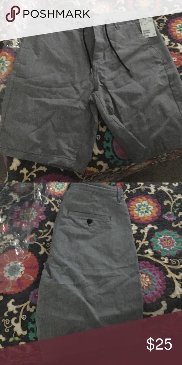 Men's shorts Black and white men's short , brand H&M size US 33R H&M Shorts Flat Front