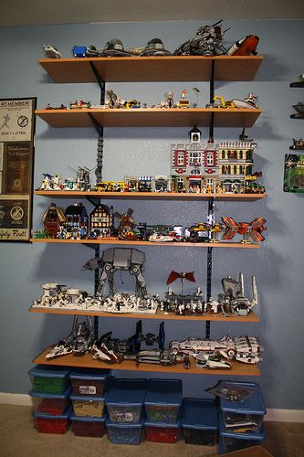 Lego display shelf lego star wars forum from bricks to for Chambre lego