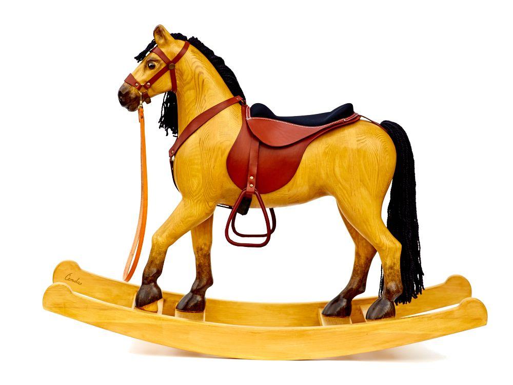 un grand cheval bascule en bois tann les chevaux bascule en bois massif cheval