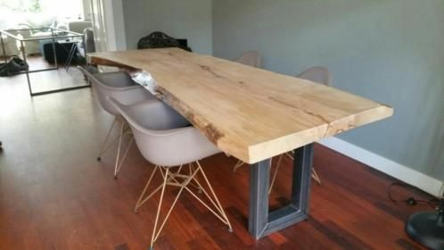 Robuuste Eiken Tafel : Robuuste eiken tafel uit stuk zeer mooi rubuust eiken