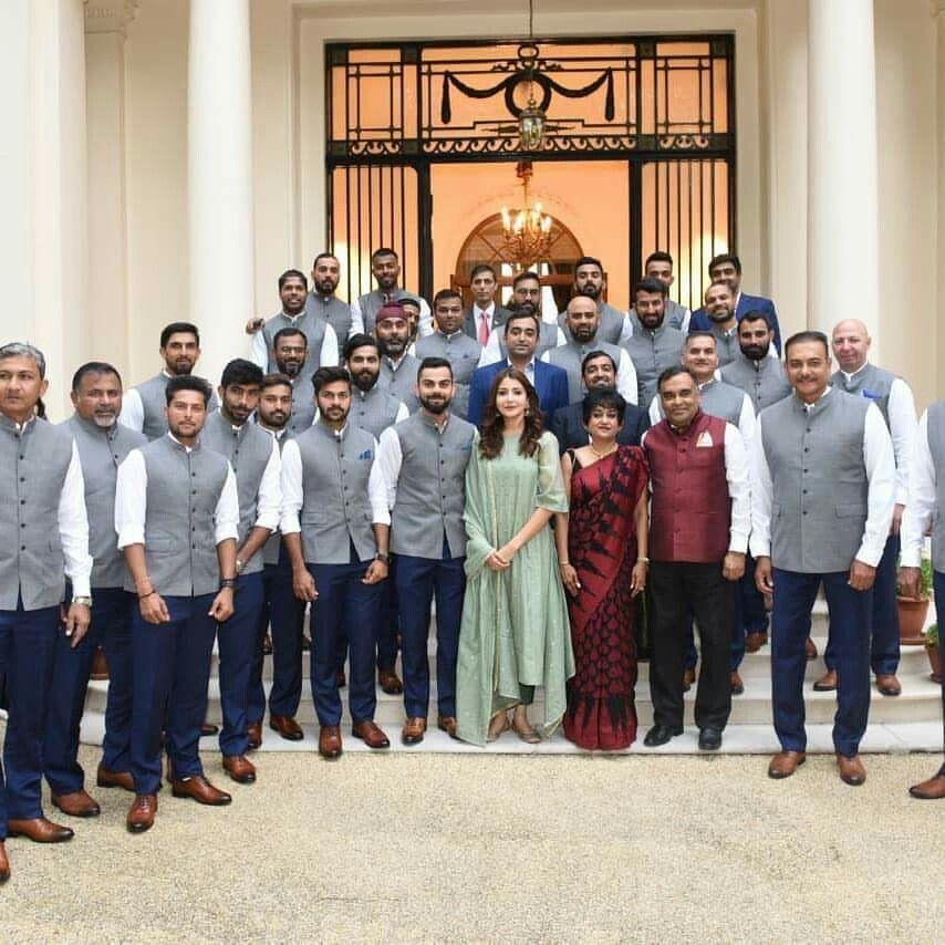 Anushka sharma joins Virat kohli for India team