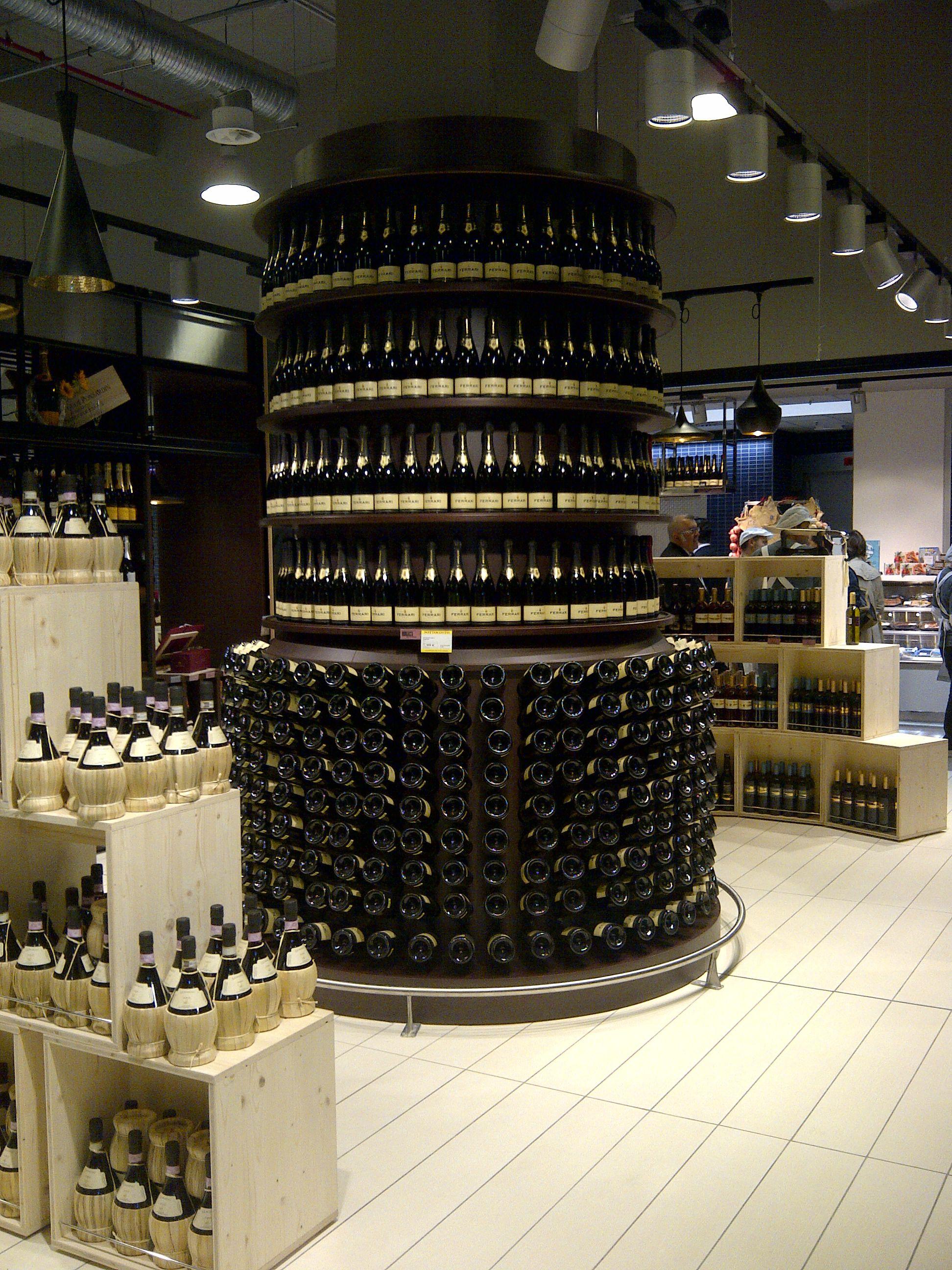 Wine department: Zenith Shop Design realizza su misura arredi per l'area vino come quest'imponente struttura espositiva a Coop Firenze Novoli