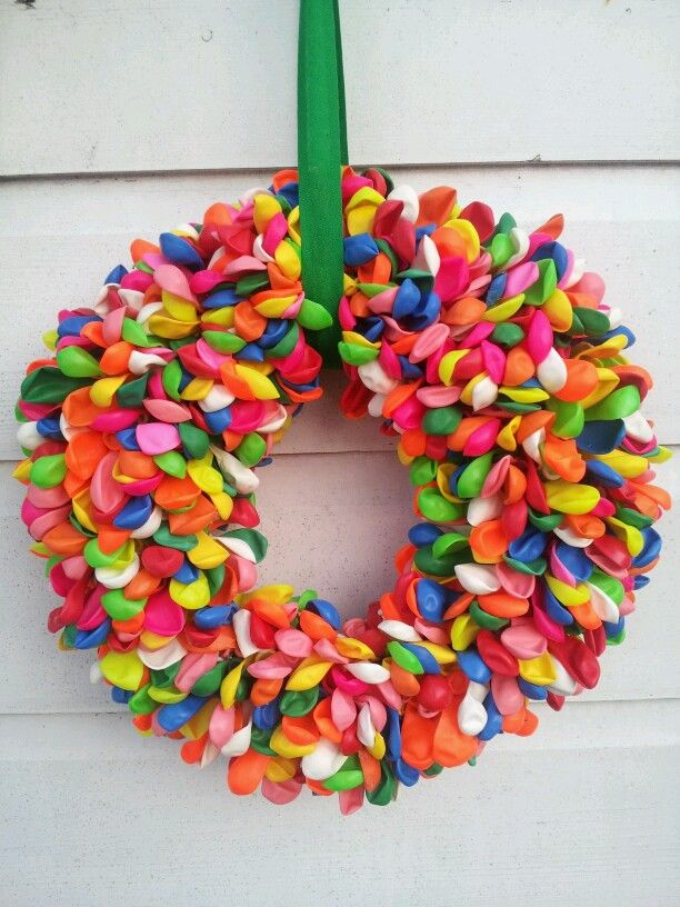 Birthday krans diy kransen pinterest kransen for Ballonnen decoratie zelf maken