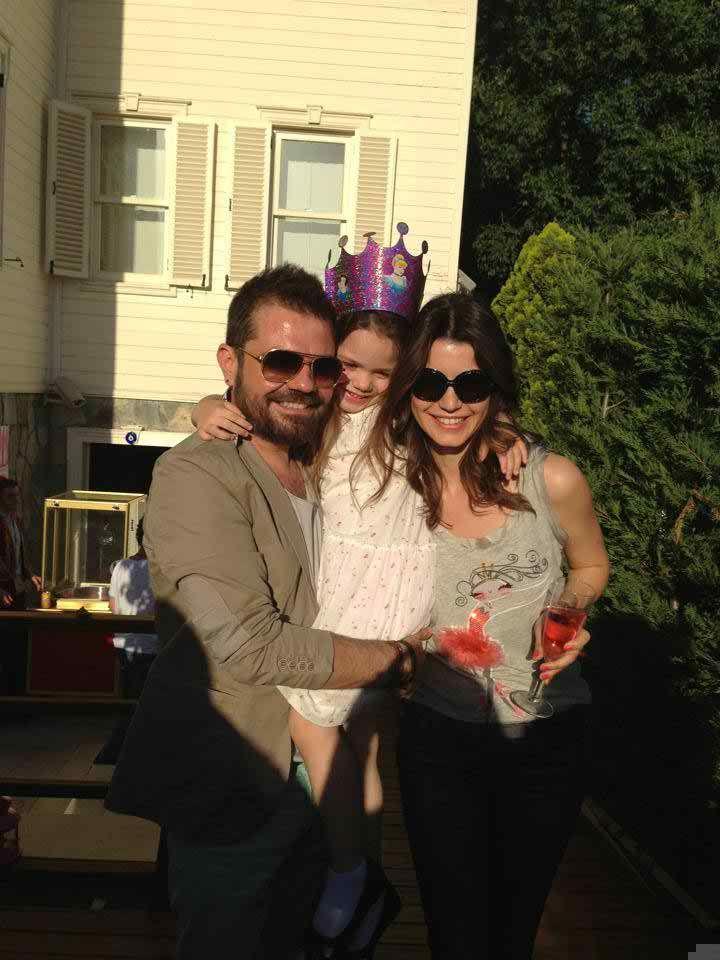 Kenan Beren And Ozan Dogulu S Daughter Actresses Turkish Pop Celebrities