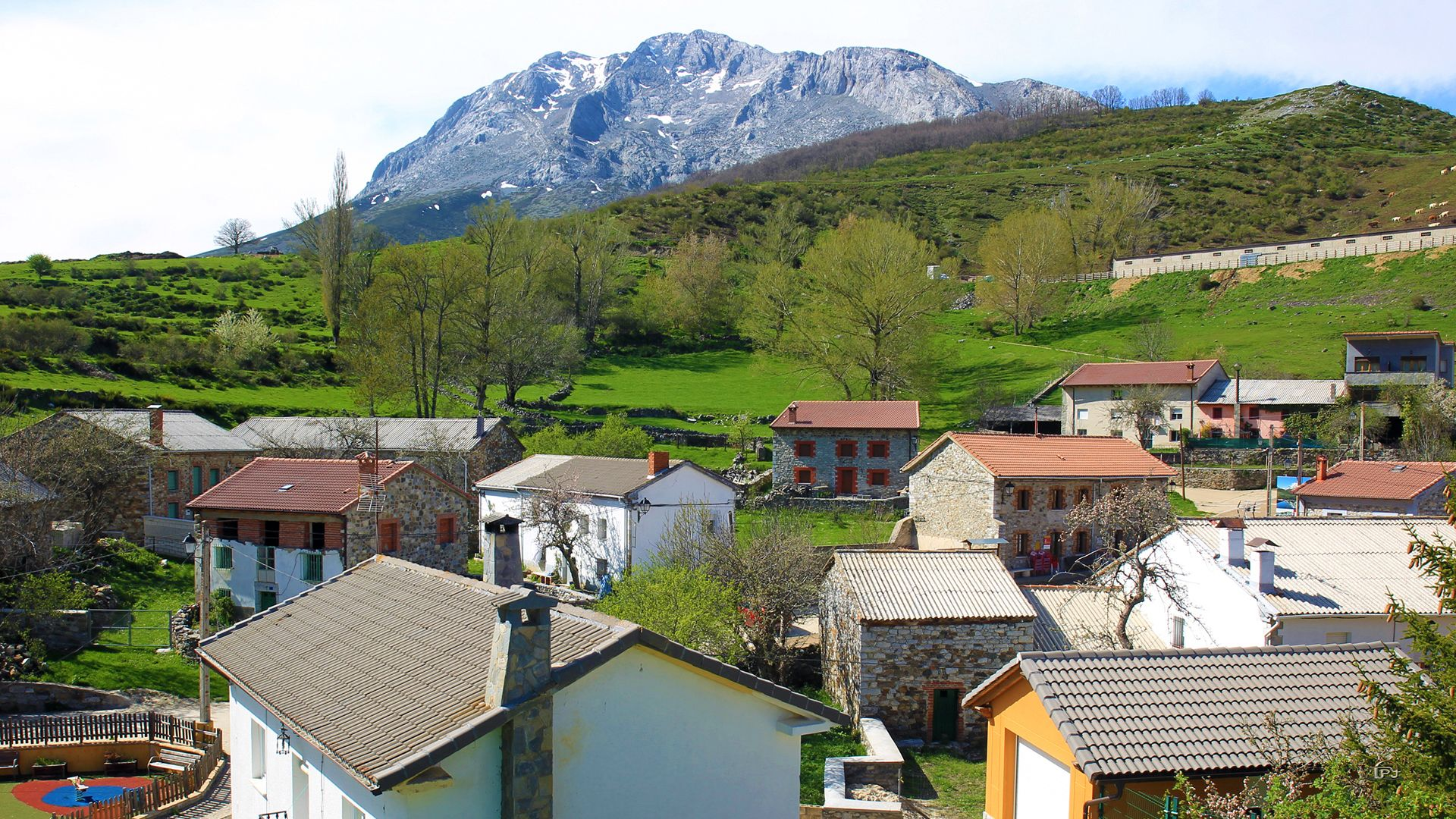 Cardaño De Abajo Montaña Palentina Palencia Spain Parques Naturales Montañas La Abadia