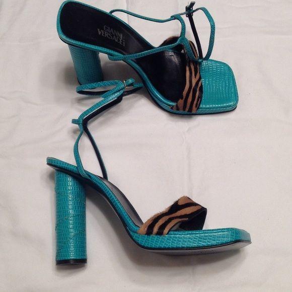 🎉HP🎉 Gianni Versace heels. Size 39