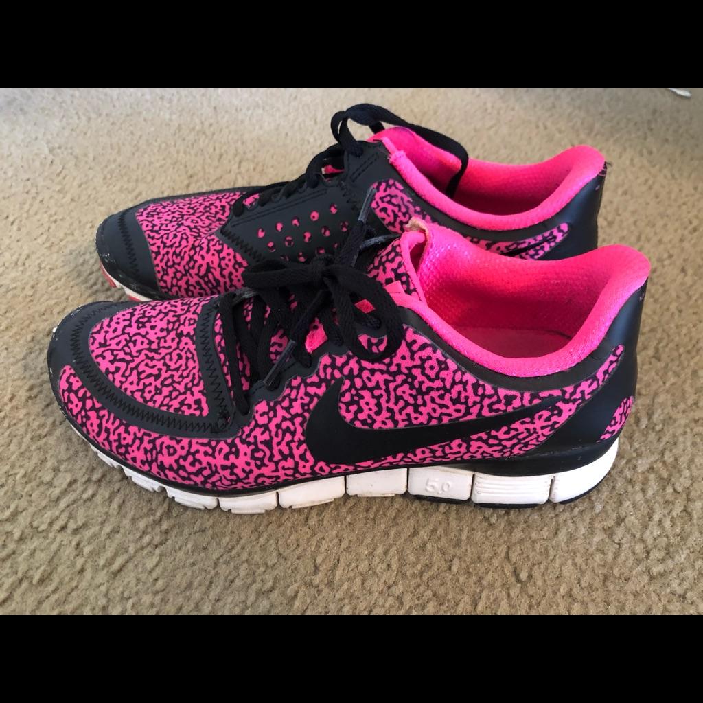Nike Shoes Nike Tennis Shoes Color Black Pink Size 9 Nike Tennis Shoes Pink And Black Nikes Black Nikes