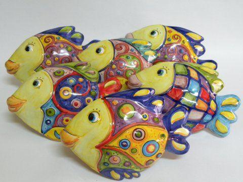 Pesci in ceramica fatti e dipinti a mano dal laboratorio for Oggetti da appendere