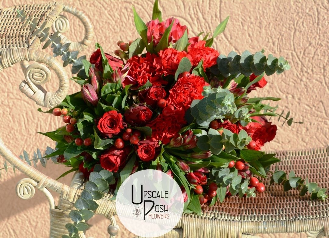 Shades Of Love Gift Bouquet Four Super Red Flowers Are Posisioned Together To Create Our Shades Of Love Gift This In 2020 Flower Boxes Gift Bouquet Flower Studio