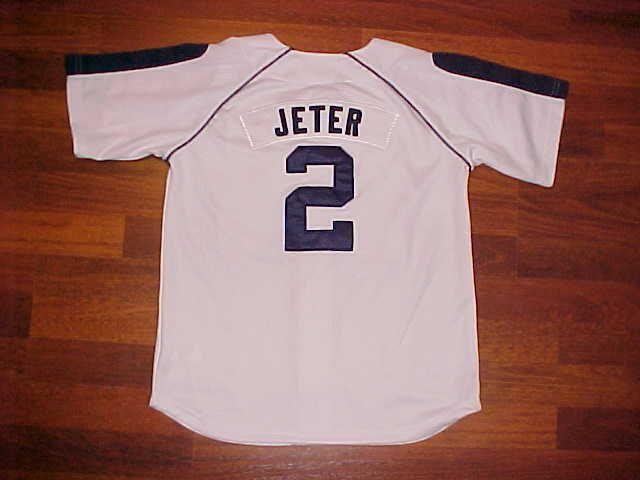 Nike MLB AL East New York Yankees Derek Jeter  2 BOYS White Baseball Jersey  M  Nike  NewYorkYankees 8c511346342