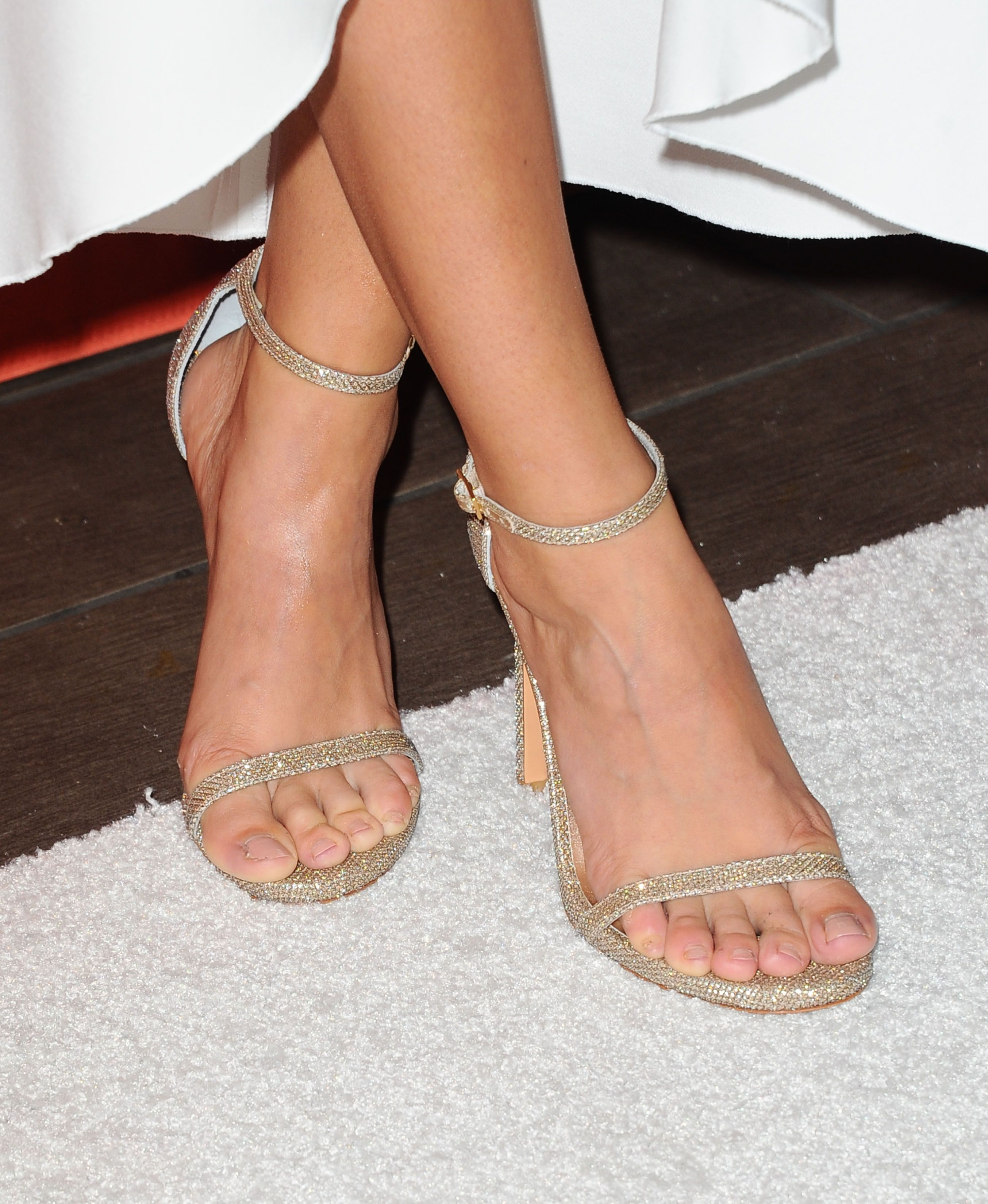 Sarah Hyland Feet Pictures To Pin On Pinterest Thepinsta