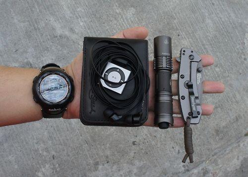 Suunto Vector Saddleback Leather Small Bi-fold Wallet...