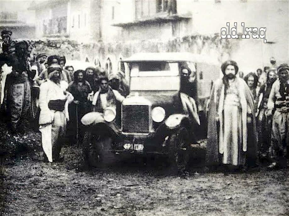 اول سيارة تدخل شقلاوة في اربيل امام دار ميران رشيد بگ عام 1937 Old Pictures Great Warriors History