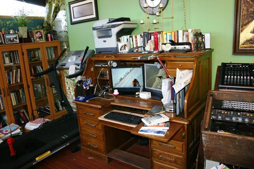 Writing Space of fiction writer Heather Fowler. I like how compact it is...