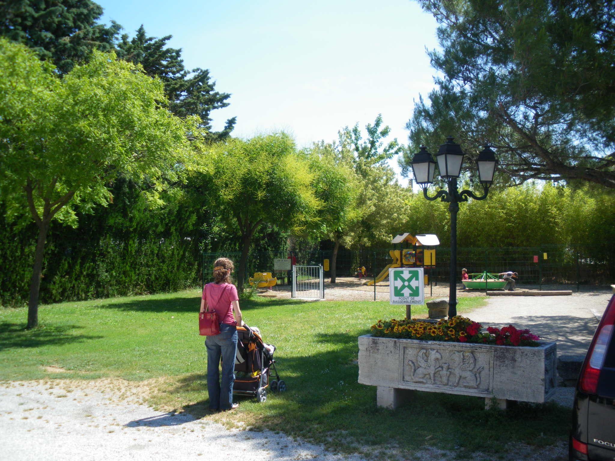 Le camping pegomas est baby friendly le centre ville de - Piscine plein air aix en provence ...