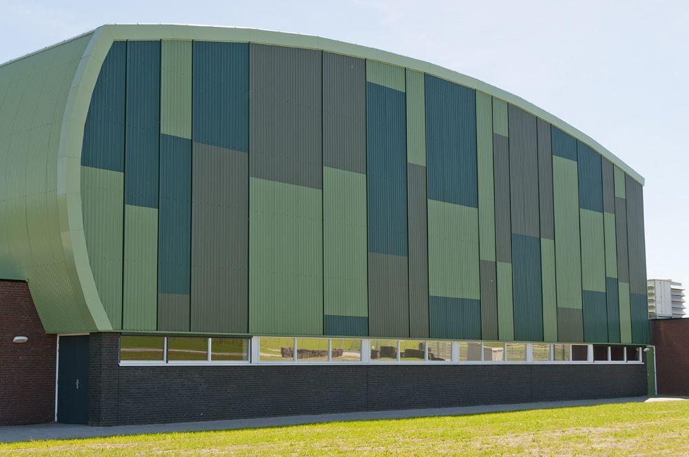 Sportcomplex Nieuwehorne, Nieuwehorne  Architect: Strategie Architecten  Product: Frequence 25/115-9HB  Coating: Hairultra Tilia 4602, Reseda 4601, Malachite 4659, Winebottle 4615