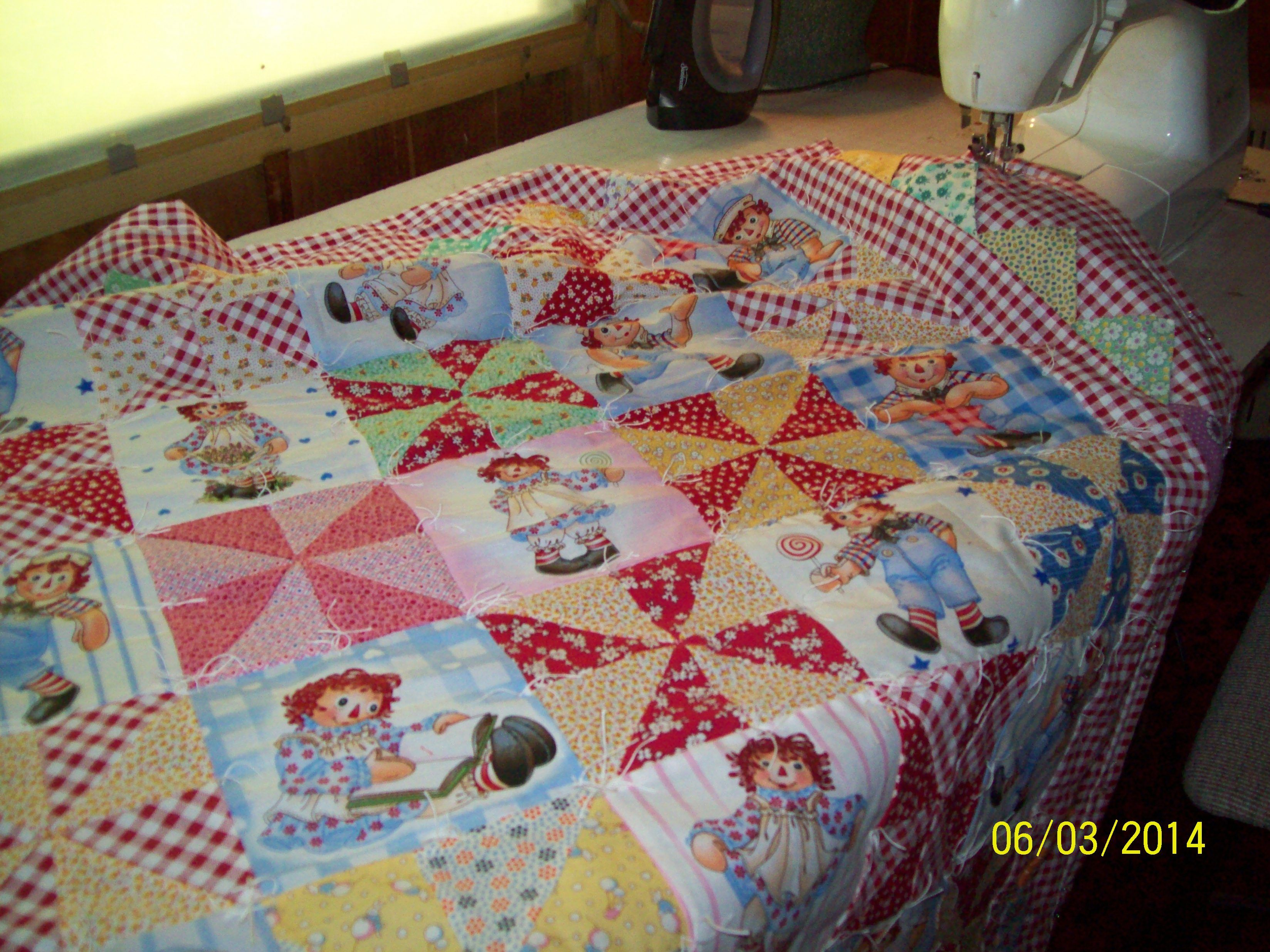 #Raggedy Ann & Andy baby quilt