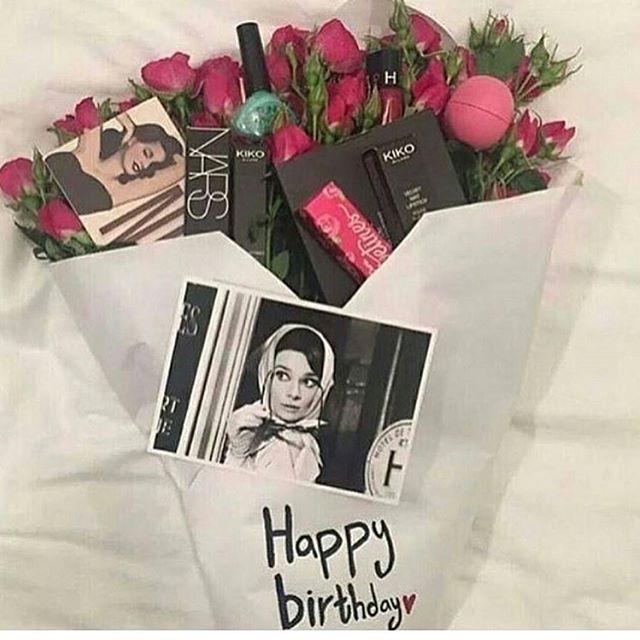 نوفر هداياكم من بوتيكاتهم الاصليه 100 مع جميع مرفقاتهم كيسه كرت ضمان مع خدمه تغليف هدايا نغلف هديتك بك Girlfriend Gifts Gifts Birthday Gifts For Girlfriend