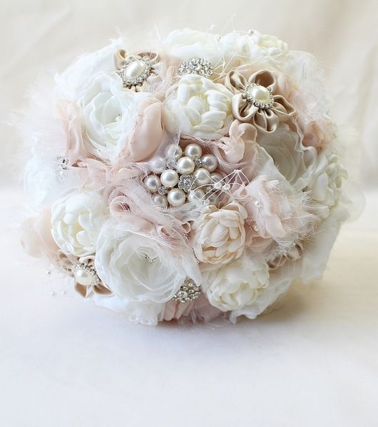 Vintage Bouquet Brautstrauss Here Is More Of It Www Dawanda Com Shop Milele Brautstrausse Hochzeit Strauss Brautstrauss Vintage