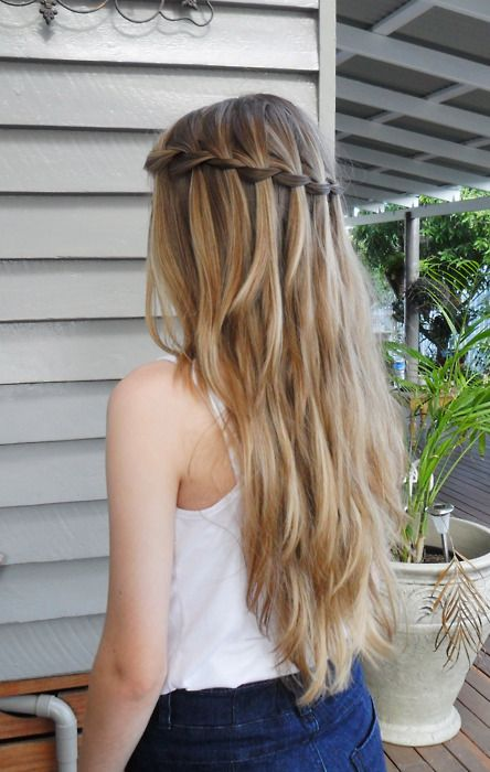 Waterfall braid. too bad my hair would never do that... but its beautiful nonetheless.