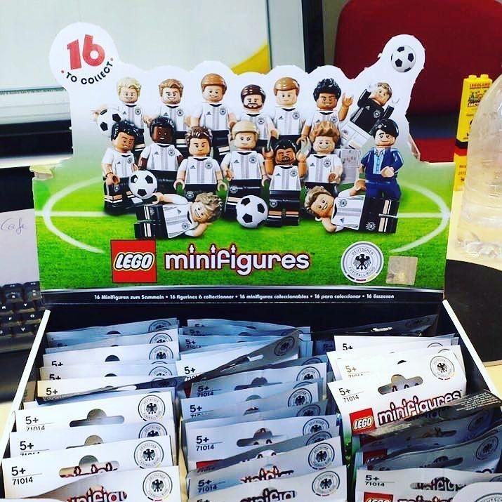 Die LEGO Minifiguren 'DFB - Die Mannschaft' sind bald im @legolanddiscoverycentreberlin zukaufen. Wir sind schon voll im Sammelfieber. #lego #legostagram #legomania #diemannschaft #fussball #deutschland #weltmeister by merlinjahreskarte