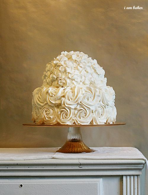 The 2nd layer of my wedding cake is this rose style  (1st and 3rd layers are cupcakes!)