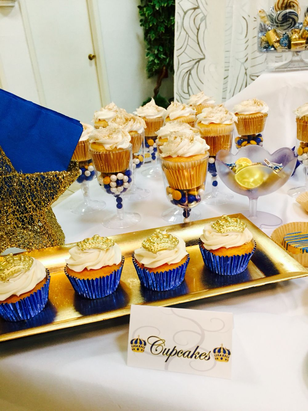 Babyshower royal blue gold prince theme