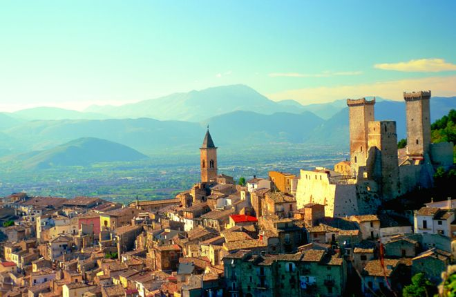 #Italy, where even the fussiest eaters will love the food and the parents will love the views. Find out more #traveltips on our website. #GoogleUs #suitcasesandstrollers #travel #travelwithkids #familytravel #familyholidays #familyvacations  http://www.suitcasesandstrollers.com/articles/view/tours-of-italy-the-amalfi-coast-with-kids?l=dest&c=72