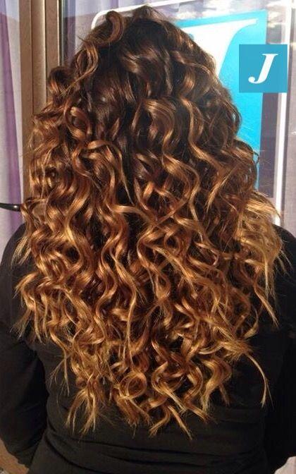 Sfumature color ambra e capelli ricci  cdj  degradejoelle  tagliopuntearia   degradé  igers  musthave  hair  hairstyle  haircolour  haircut  longhair   ootd   ... 26a80d69307e