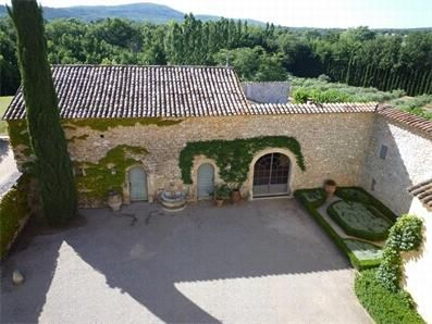 Photo of XVIIIth century mansion with its outbuildings GB10